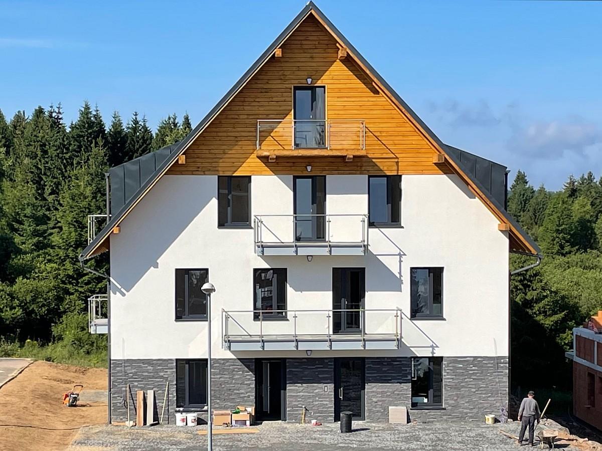 Byty Plešivec - 1. etapa před dokončením